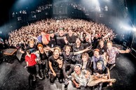 【Crossfaith World Tour Diaries】第10回 ロック健在の〈レディング/リーズ・フェス〉と大成功で終えた〈ACROSS THE FUTURE 〉をプレイバック