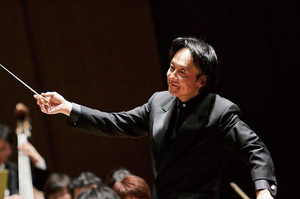 独で活躍した指揮者・上岡敏之が...